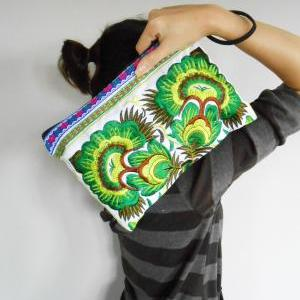 Green Embroidery Clutch Wristlet Ba..