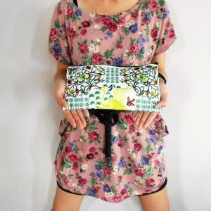 Green Flamingo embroidered Clutch B..