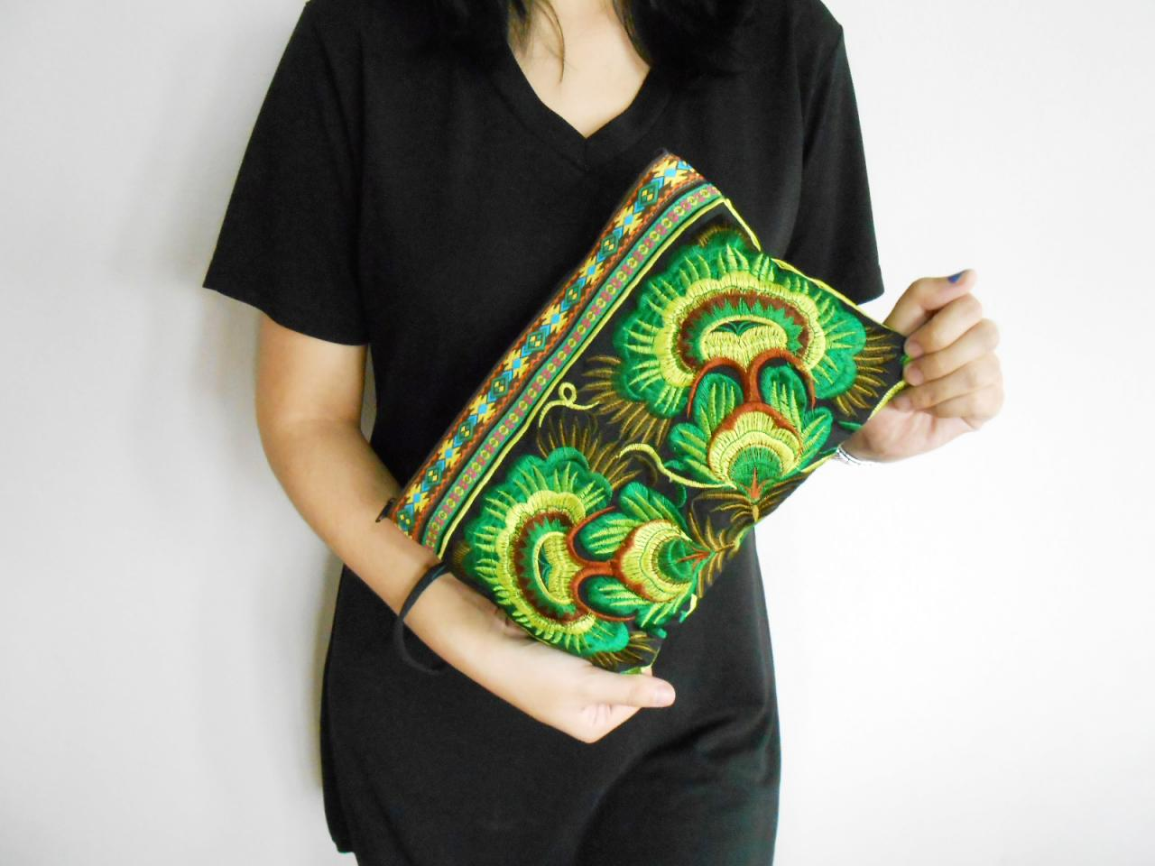 Green Embroidery Clutch Wristlet Bag Black Fabric of Chinese Hmong Hill tribe Thailand (KP1053-GRBK)