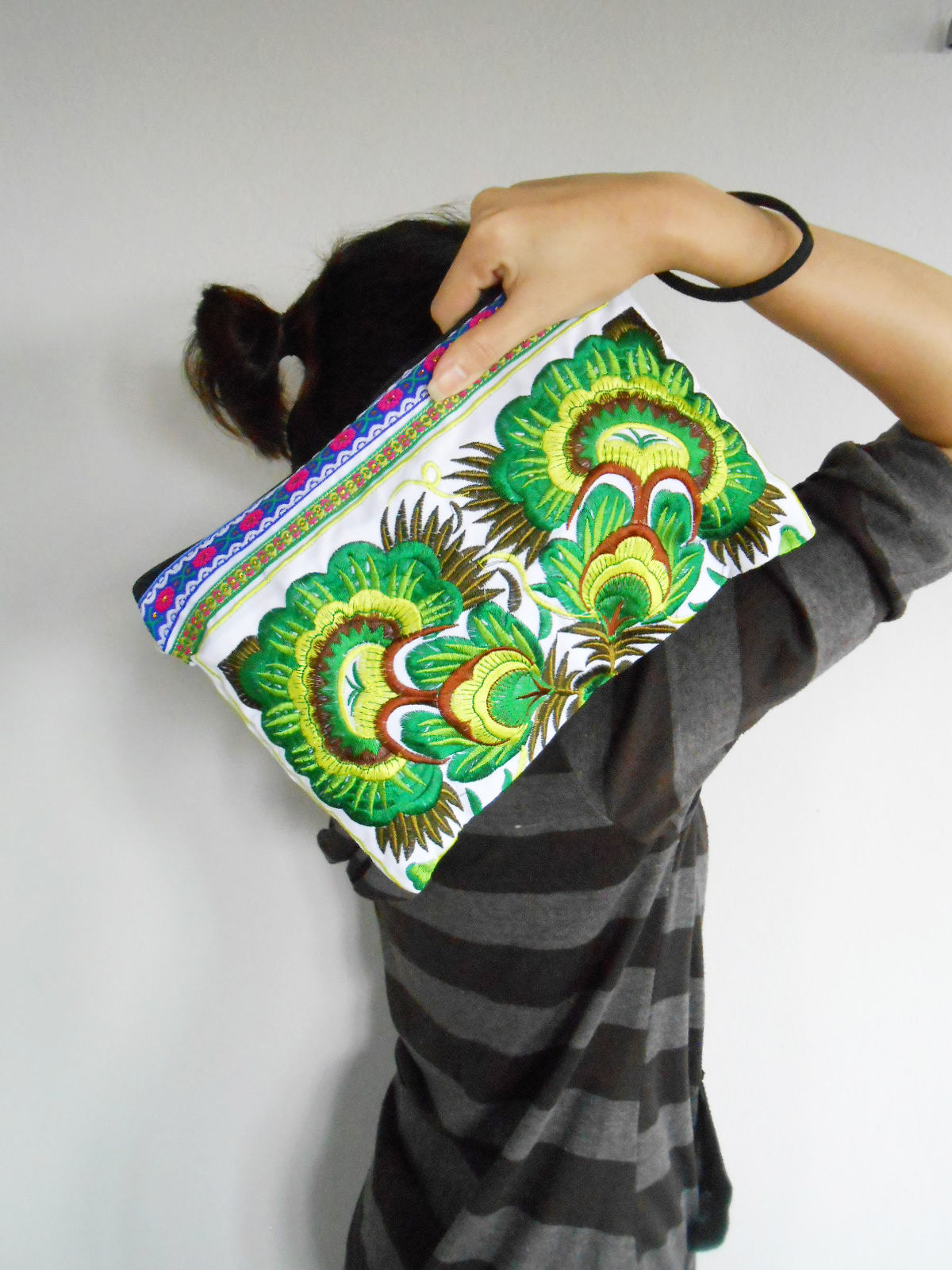 Green Embroidery Clutch Wristlet Bag White Fabric of Chinese Hmong Hill tribe Thailand (KP1053-GRWH)